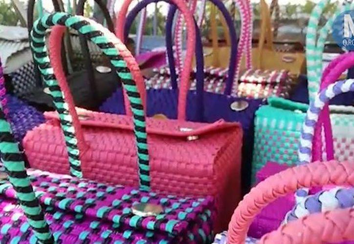 De la venta de artesanía se beneficia a todos los pueblos indígenas. (Redacción)