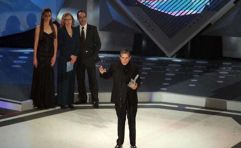 Héctor Bonilla destacó la importancia que ha tenido su pareja Sofía Álvarez en su vida. (Notimex)