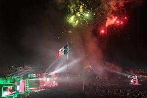 Peña Nieto abre la <i>fiesta mexicana</i> en el Zócalo