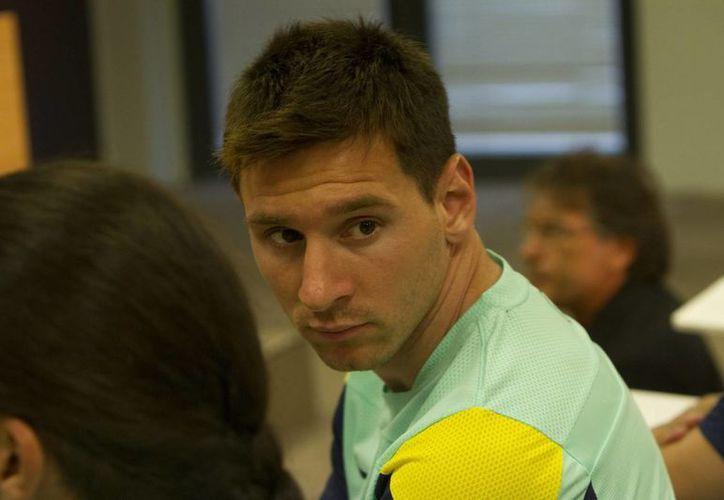 Aunque hayan pagado, Messi y sobre todo su padre aún están en la mira de las autoridades hacendarias. (Notimex)