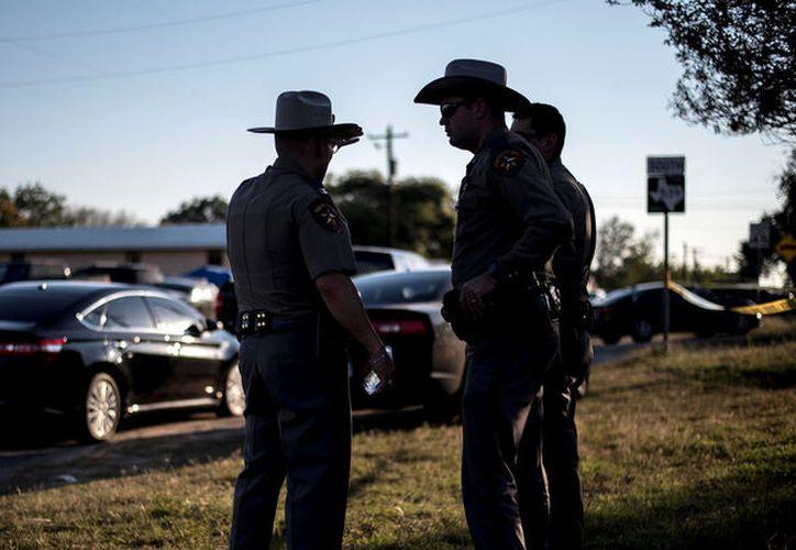 Las autoridades estadounidenses desconocen el motivo del tiroteo en una iglesia de Texas. (RT)