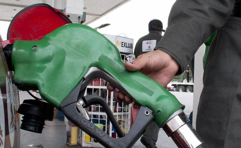 El 85% del consumo de combustibles en el país corresponde a la gasolina Magna, indicó Pemex. (Archivo/Notimex)