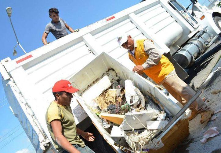 Se utilizaron más de 700 volquetes y 117 vehículos para el operativo de descacharrización que acumuló 1,500 toneladas en Mérida. (SIPSE)