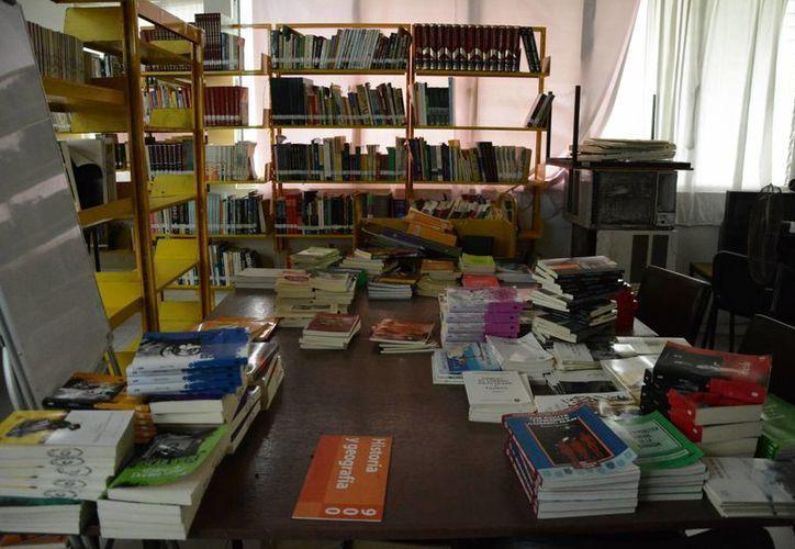 Los  libros fueron entregados en dos partes, una en diciembre, y la otra, en abril. (Victoria González/SIPSE)