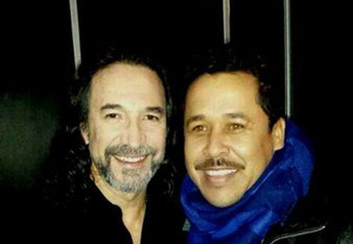 """Marcos Razo con su coach de """"La Voz... México"""", Marco Antonio Solís. (@MarcosRazo_)"""