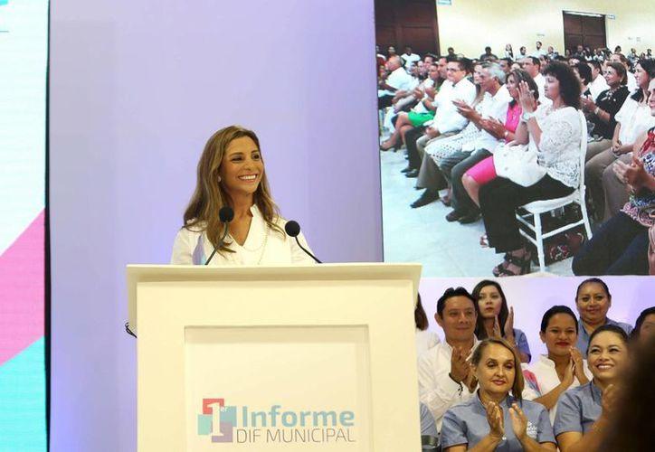 En su informe, María Eugenia Ortiz Abraham, titular del DIF Municipal de Mérida, expresó que en este año se realizaron acciones de inclusión en el área digital, la laboral y se establecieron alianzas con la sociedad organizada. (Foto cortesía del Ayuntamiento de Mérida)