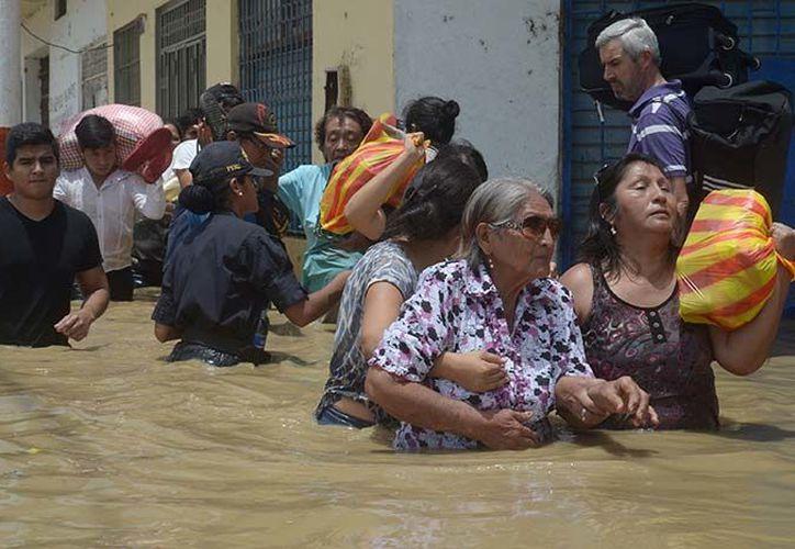 En Lima hay 10 fallecidos, 6 mil 725 damnificados, 22 mil 699 afectados y 8 mil 637 viviendas dañadas. (Excélsior).