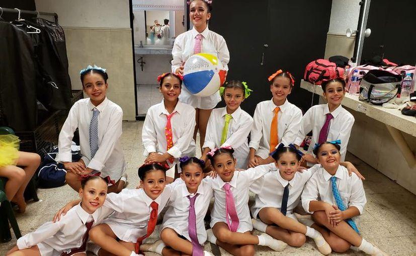 """Las alumnas son de la academia de danza """"Ballet Clásico Cancún"""". (Faride Cetina/SIPSE)"""