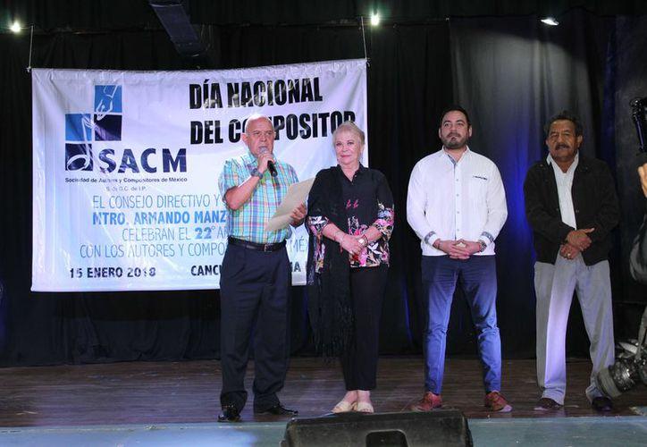 El delegado Arturo García, aprovechó para agradecer la asistencia de algunas autoridades municipales. (Faride Cetina)