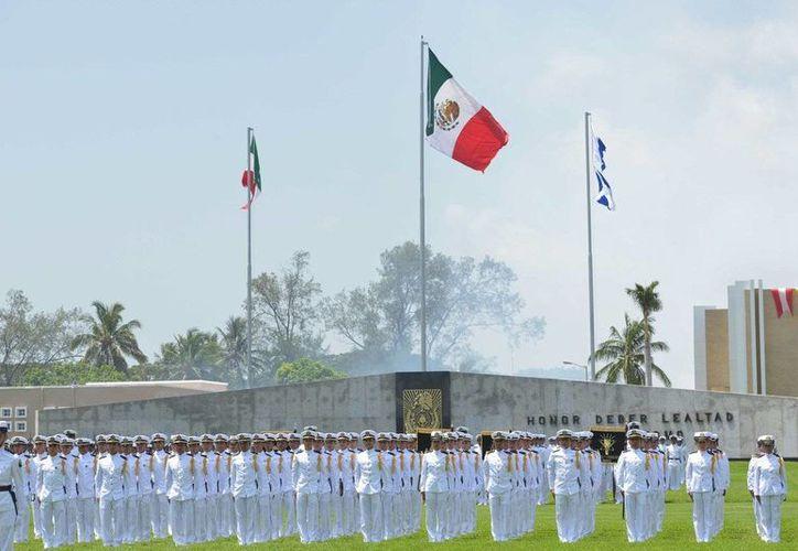 Este jueves se graduaron oficiales de distintas especialidades de la Heroica Escuela Naval Militar. (Twitter.com/@PresidenciaMX)
