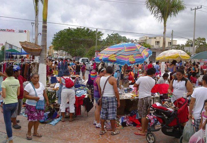 """Hace 10 años el bazar """"Ándale"""" se realizó con la participación de 20 expositores, este año se inscribieron 400.  (Daniel Pacheco/SIPSE)"""