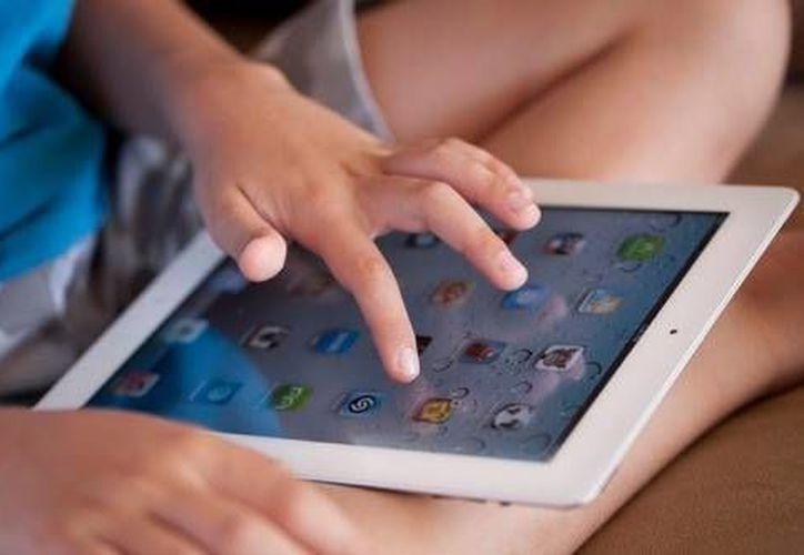 Los padres será capacitados para regular el contenido que sus hijos usan en Facebook. (Contexto/Internet)