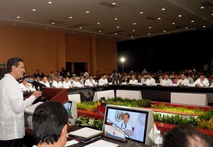 Ante el Presidente, los gobernadores llamaron a profundizar la competencia de México en materia energética. (presidencia.gob.mx)