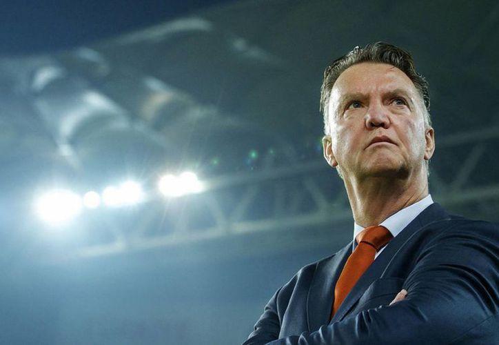 El entrenador holandés Louis Van Gaal tendrá que cuidar más el dinero del Manchester United en cuanto a fichajes. (clickdeporte.com)