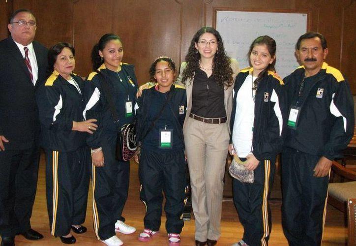 Alumnas destacadas fueron recibidas por la coordinadora nacional del Cecyte, Martha Patricia Ibarra Morales. (Redacción/SIPSE)