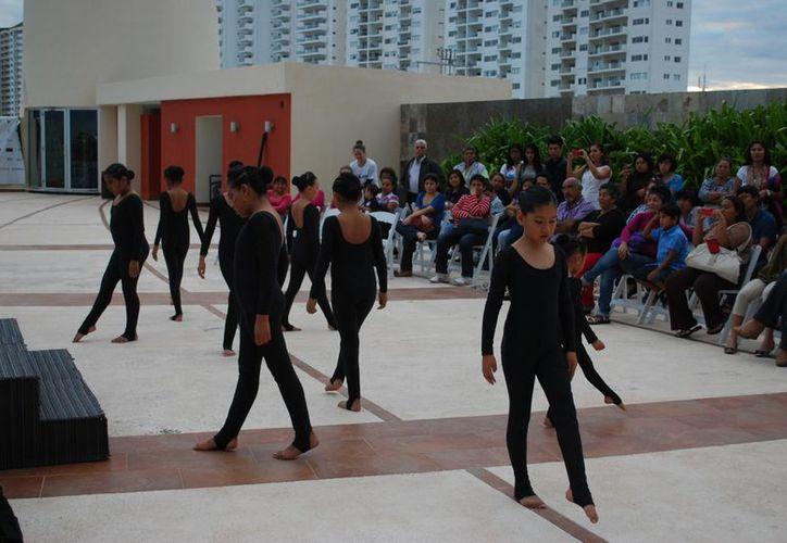 Niños, adolescentes y adultos participaron en el evento realizado en el hotel B2B. (Tomás Álvarez/SIPSE)