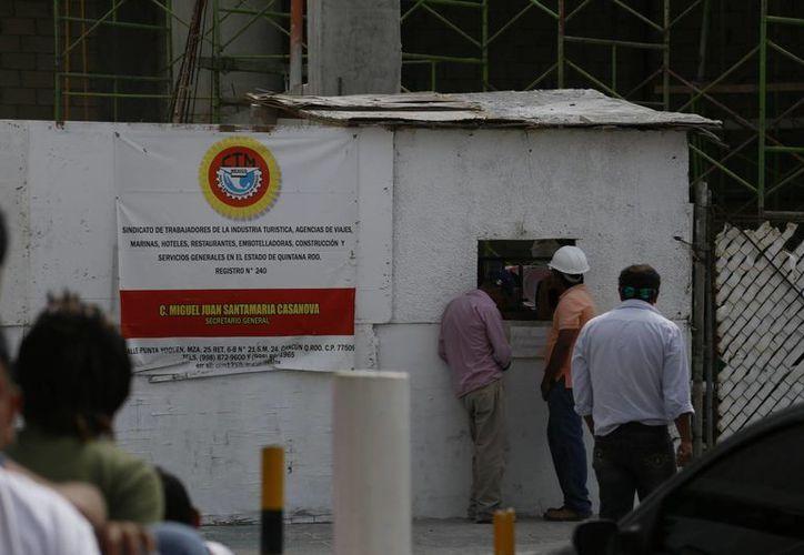 Los trabajadores fueron liquidados cerca de las 18 horas de ayer. (Israel Leal/SIPSE)