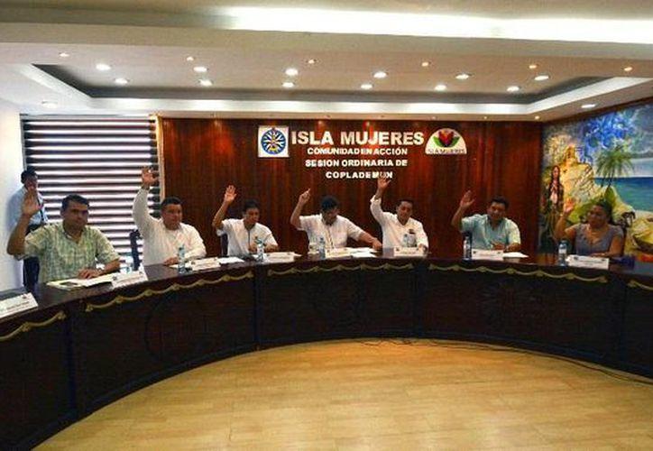 La sesión estuvo presidida por el el presidente municipal de Isla Mujeres, Agapito Magaña Sánchez. (Redacción/SIPSE)