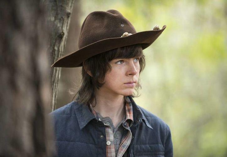 El más reciente episodio de 'The Walking Dead' ('No Way Out') causó conmoción entre sus fanáticos debido a la escena del personaje Carl Grimes. (Imagen The Walking Dead)