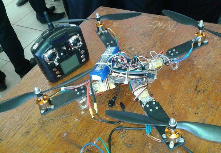 Consta de cuatro motores con dos tarjetas programadoras y un control. (Licety Díaz/SIPSE)
