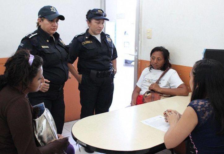 Una mujer extraviada fue localizada en la clínica T-1 del IMSS, se dio aviso a policías y estos la entregaron con su hija. (Milenio Novedades)