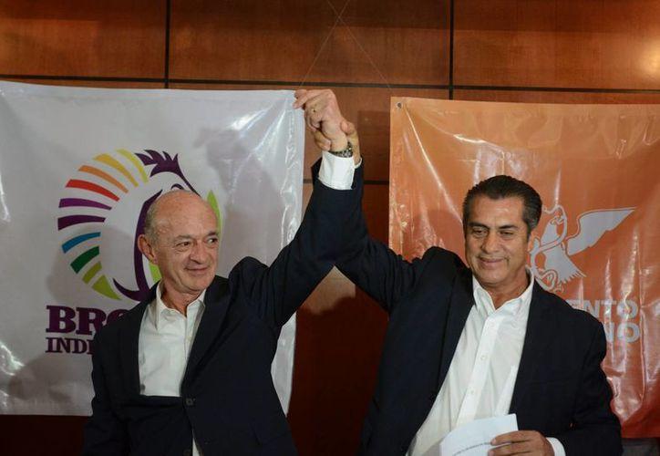'El Bronco' (derecha) es la competencia directa para la priista Ivonne Álvarez en la carrera por la gubernatura de Nuevo León. Aquí aparece con Fernando Elizondo, quien renunció a su candidatura en Movimiento Ciudadano. (Notimex)