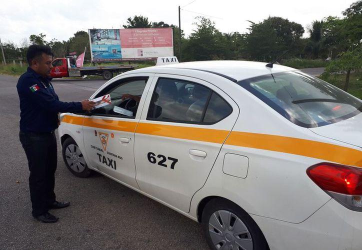 Durante el período vacacional realizan inspecciones aleatorias en distintas partes de Bacalar. (Javier Ortiz/SIPSE)