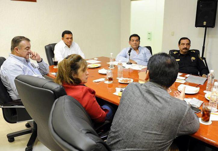 El gobernador Rolando Zapata se reunió ayer con el Gabinete de Seguridad. (Cortesía)