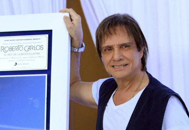 El brasileño Roberto Carlos negó la autorización para el uso de varias de sus canciones en la banda sonora de la serie Narcos. (EFE)