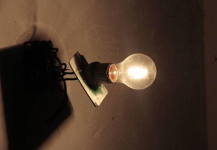 Las autoridades recomiendan adquirir lámparas con halógeno, de LFCA y de LED. (Tomás Álvarez/SIPSE)
