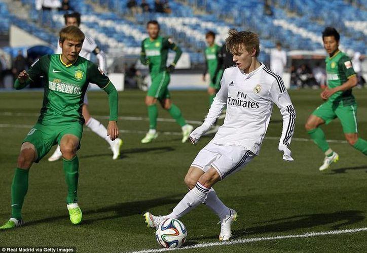 La posible sanción que se le avecina a Real Madrid habría acelerado las contrataciones que hizo de futuras estrellas como  el adolescente noruego Odegaard. (dailymail.co.uk)