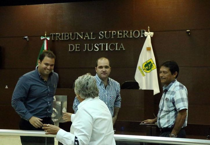 Momento del final de la audiencia en el Tribunal Superior de Justicia en el caso del asesinato cometido en 2012 por el empresario Wafé Kuri Torre (c). (Fotos: José Acosta/Milenio Novedades)