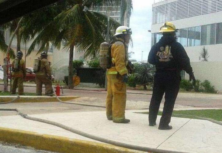 Las llamas fueron sofocadas por el H. Cuerpo de Bomberos. (Redacción/SIPSE)