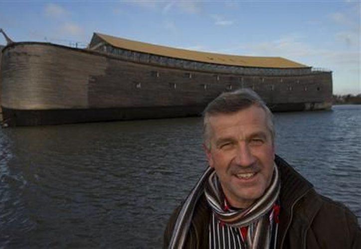 Johan Huibers ante su Arca de Noé en Dordrecht, Holanda. (Agencias)
