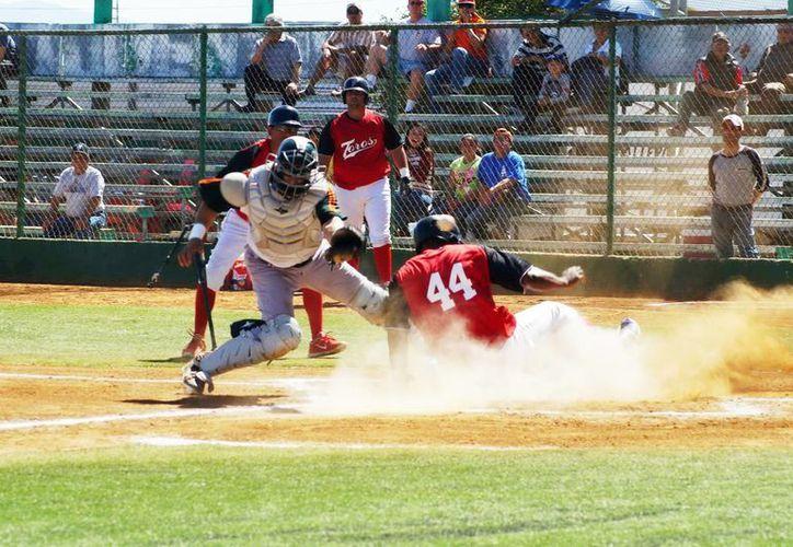 Espectacular jugada en home en el duelo Leones  y Tijuana. (Milenio Novedades)