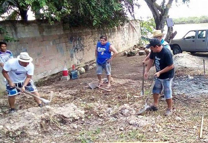 Gente inconsciente lleva a tirar sus desechos a terrenos baldíos. (Carlos Horta/ SIPSE)
