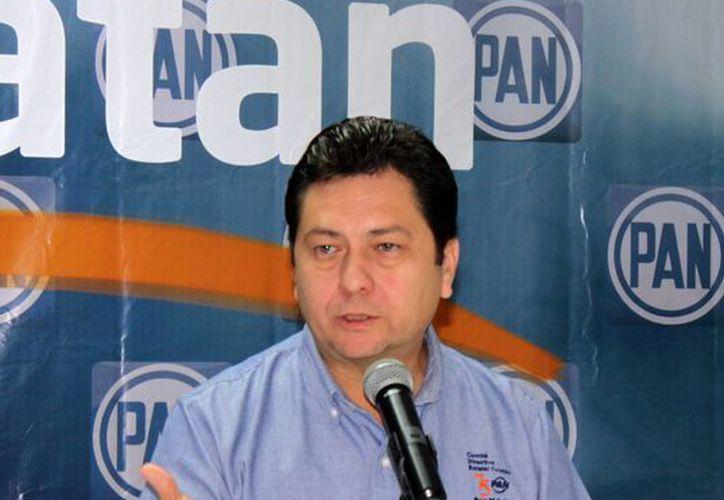 El presidente estatal del PAN, Hugo Sánchez Camargo, negó que con los recursos del préstamos se rebasen los topes de gastos de campaña. (SIPSE)