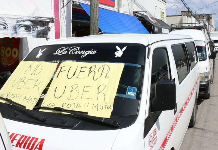 El Frente Único de Trabajadores del Volante calificó el paro de este martes como 'bueno y pacífico', ya que lograron concretar una mesa de diálogo con las autoridades para exigir la salida de Uber. (José Acosta/ Milenio Novedades)