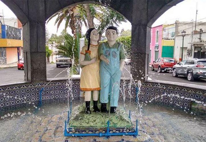 El general Maximino ordenó la construcción de una fuente con un pedestal de azulejo de talavera en honor a los hermanos desaparecidos. (Excelsior)