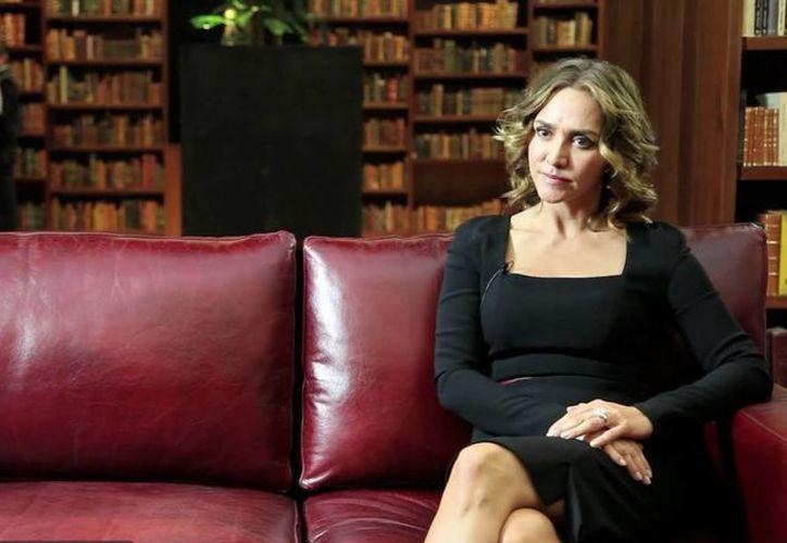 La destitución de Angélica Fuentes -esposa de Jorge Vergara- de Grupo Omnilife, fue ilegal porque ella es poseedora del 50% de las acciones. (doovi.com)