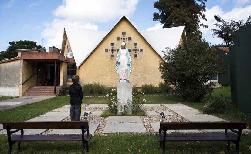Muchos uruguayos se oponen a que se ponga una estatua de la virgen María en un espacio público de  Montevideo. (AP)