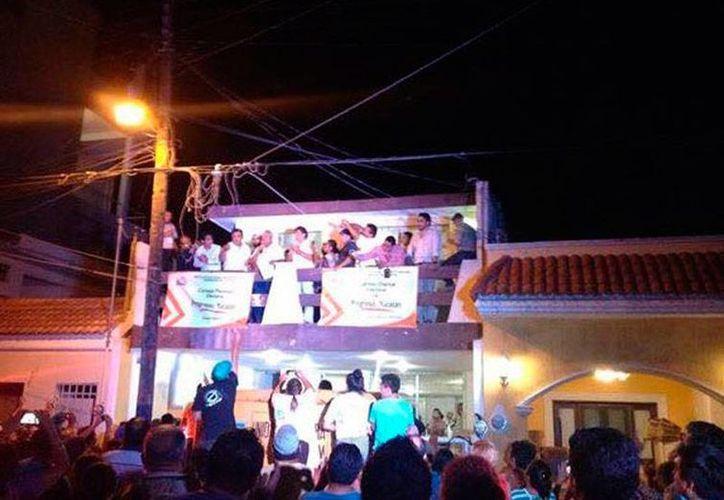El candidato de Panal, José Cortés, festejó el ser oficialmente el alcalde electo de Progreso, el puerto más importante del sureste de México. (Óscar Pérez/SIPSE)