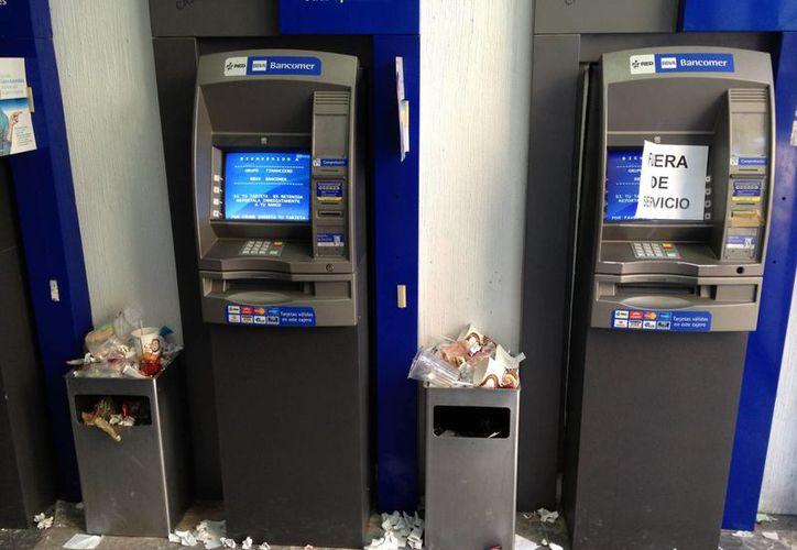 En los cajeros automáticos no se debe aceptar ayuda de extraños. (SIPSE)