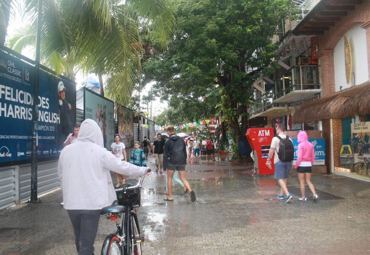 Se reportaron encharcamientos en zonas del centro y fraccionamientos. (Octavio Martínez/SIPSE)