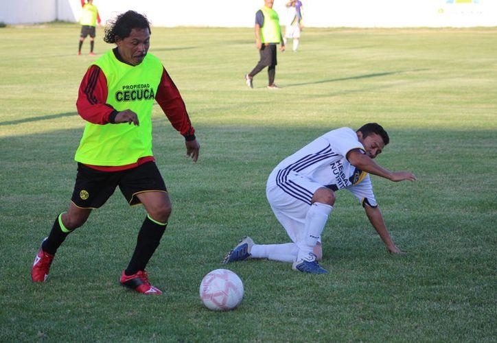Real Fovissste derrotó este domingo a los Espartanos, en partido de la Liga Máster de Fútbol.  (Miguel Maldonado/SIPSE)