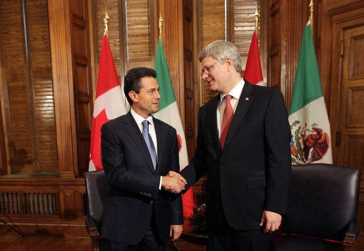 Enrique Peña Nieto se reunió por más de dos horas con el el primer ministro de Canadá, Stephen Harper, en el Parlamento canadiense. (Notimex)