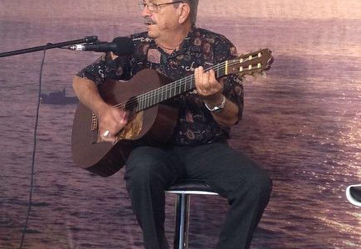 Pedro Mari tiene 60 años como músico y compositor y será homenajeado el viernes 4 de diciembre. (Gustavo Villegas/SIPSE)