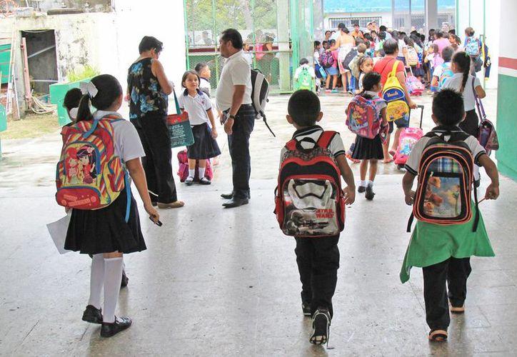 Los estudiantes regresan hoy a las aulas escolares. (Jesús Tijerina/SIPSE)