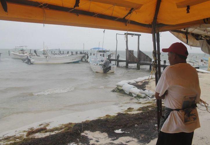 Puerto Juárez, Puerto Morelos, Isla Mujeres, Solidaridad y Holbox, también atendieron la medida de precaución. (Israel Leal/SIPSE)