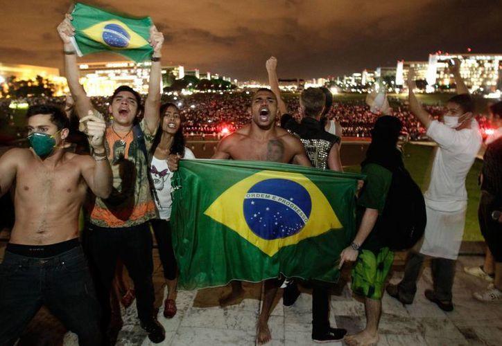 Miles de manifestantes protestaron en calles de Brasil durante la Copa Confederaciones. (Foto: Agencia)
